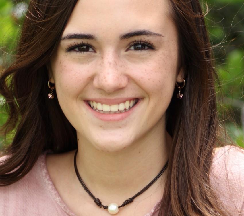 Viviana Headshot